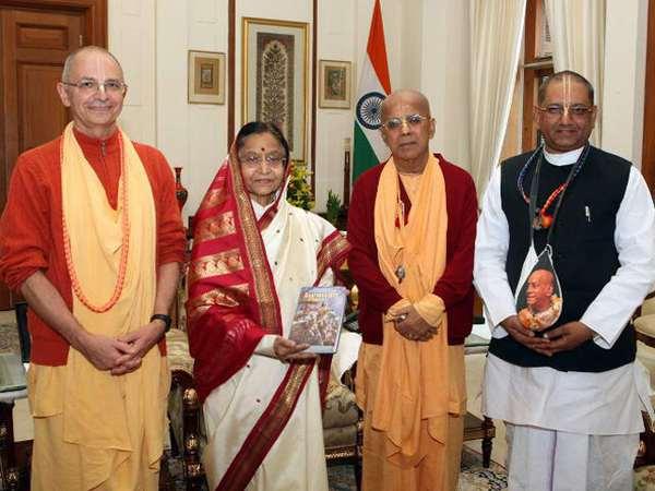 Встреча ЕС Бхакти Вигьяны Госвами и ЕС Гопала Кришны Госвами с президентом Индии Пратибхой Патил