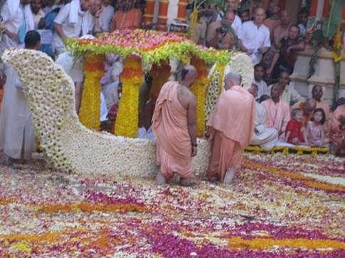 Кришна Пхула Дола, Шалила Вихара